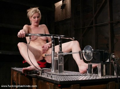 Photo number 4 from Fuckzilla meets his match shot for Fucking Machines on Kink.com. Featuring Fayth Deluca in hardcore BDSM & Fetish porn.
