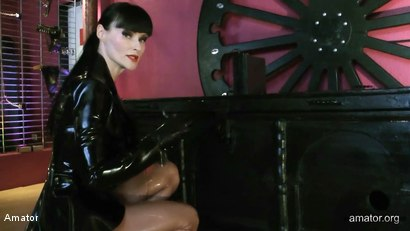 Photo number 4 from The Box shot for Amator on Kink.com. Featuring Cheyenne de Muriel and Sklave in hardcore BDSM & Fetish porn.