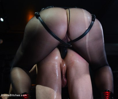 Photo number 5 from Locked and Loaded: Helena Locke drives Jessie Sparkles to the edge shot for Divine Bitches on Kink.com. Featuring Helena Locke and Jessie Sparkles in hardcore BDSM & Fetish porn.