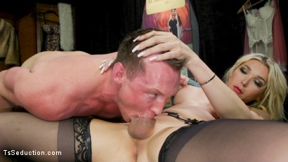 Dick Deep Diva: Aubrey Kate takes advantage of Pierce Paris