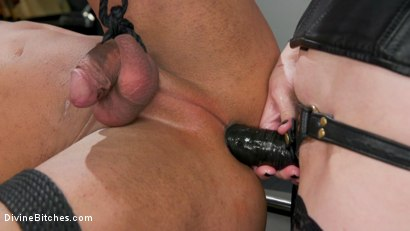 Photo number 14 from Office Boy: Cherry Torn's New Stupid Beefy Boy Toy shot for Divine Bitches on Kink.com. Featuring Draven Navarro and Cherry Torn in hardcore BDSM & Fetish porn.