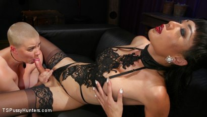 Digital Dominatrix: Venus Lux Dominates Riley Nixon in Virtual Fantasy