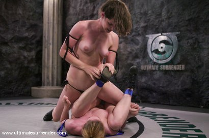 Photo number 2 from SUMMER VENGEANCE<BR>The Killer(4-1) Ranked 4th<br>The Grappler(6-4) Ranked 5th shot for Ultimate Surrender on Kink.com. Featuring Dee Williams and Bobbi Starr in hardcore BDSM & Fetish porn.