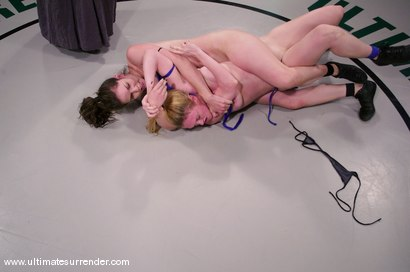Photo number 3 from SUMMER VENGEANCE<BR>The Killer(4-1) Ranked 4th<br>The Grappler(6-4) Ranked 5th shot for Ultimate Surrender on Kink.com. Featuring Dee Williams and Bobbi Starr in hardcore BDSM & Fetish porn.