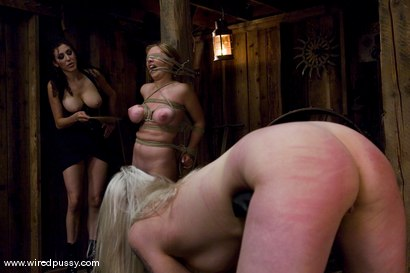 Photo number 4 from LIVE SHOW PART 2 shot for Wired Pussy on Kink.com. Featuring Lorelei Lee and Sara Scott in hardcore BDSM & Fetish porn.
