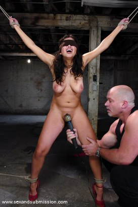 Photo number 3 from Evie's First Time shot for Sex And Submission on Kink.com. Featuring Mark Davis and Evie Delatosso in hardcore BDSM & Fetish porn.