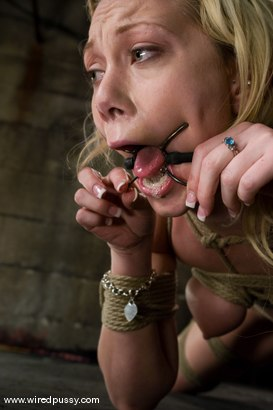 Samntha Sin cums hard while her pussy is clamped and shocked