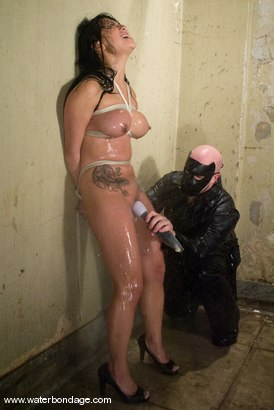 Photo number 4 from The Sarge Meets Gianna Lynn shot for Water Bondage on Kink.com. Featuring Sgt. Major and Gianna Lynn in hardcore BDSM & Fetish porn.