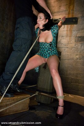 Photo number 3 from Alexa Von Tess shot for Sex And Submission on Kink.com. Featuring James Deen and Alexa Von Tess in hardcore BDSM & Fetish porn.