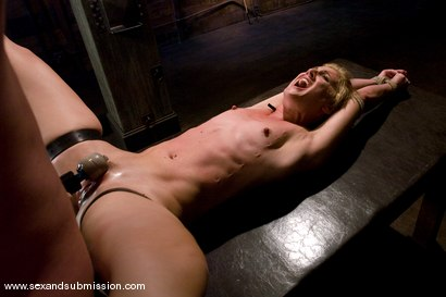 Photo number 11 from Dylan shot for Sex And Submission on Kink.com. Featuring Mark Davis and Dylan Ryan in hardcore BDSM & Fetish porn.