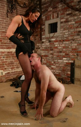 Photo number 5 from Mike and Kym Wilde shot for Men In Pain on Kink.com. Featuring Mike and Kym Wilde in hardcore BDSM & Fetish porn.