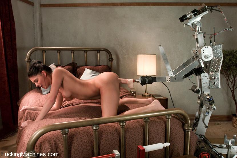 seks-s-devushkoy-robotom-foto