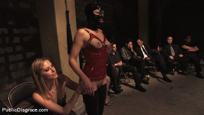 Photo number 7 from Sindee Jennings shot for Public Disgrace on Kink.com. Featuring Sindee Jennings and Mark Davis in hardcore BDSM & Fetish porn.