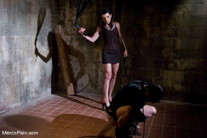 Photo number 5 from Serving Simone shot for Men In Pain on Kink.com. Featuring Simone Kross and Curt Wooster in hardcore BDSM & Fetish porn.
