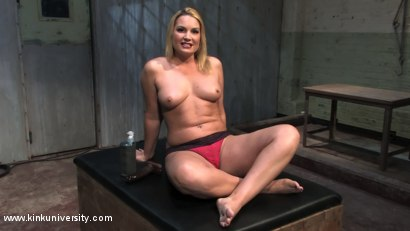 flower-tucci-dildo-squirting