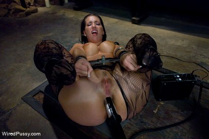 Photo number 3 from Kelly and her Divine Ass shot for Wired Pussy on Kink.com. Featuring Isis Love and Kelly Divine in hardcore BDSM & Fetish porn.