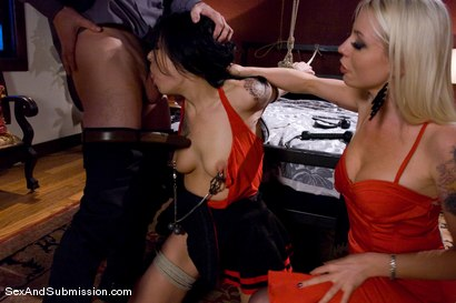 Photo number 4 from Kinky Couple shot for Sex And Submission on Kink.com. Featuring Lorelei Lee, Vanessa Naughty and John Henry in hardcore BDSM & Fetish porn.