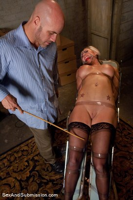 Photo number 11 from Role Reversal shot for Sex And Submission on Kink.com. Featuring Derrick Pierce and Skylar Price in hardcore BDSM & Fetish porn.
