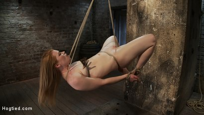 CATEGORY 5 SUSPENSION Two ropes, one though her shaved pussy and a cock in her mouth, nice!